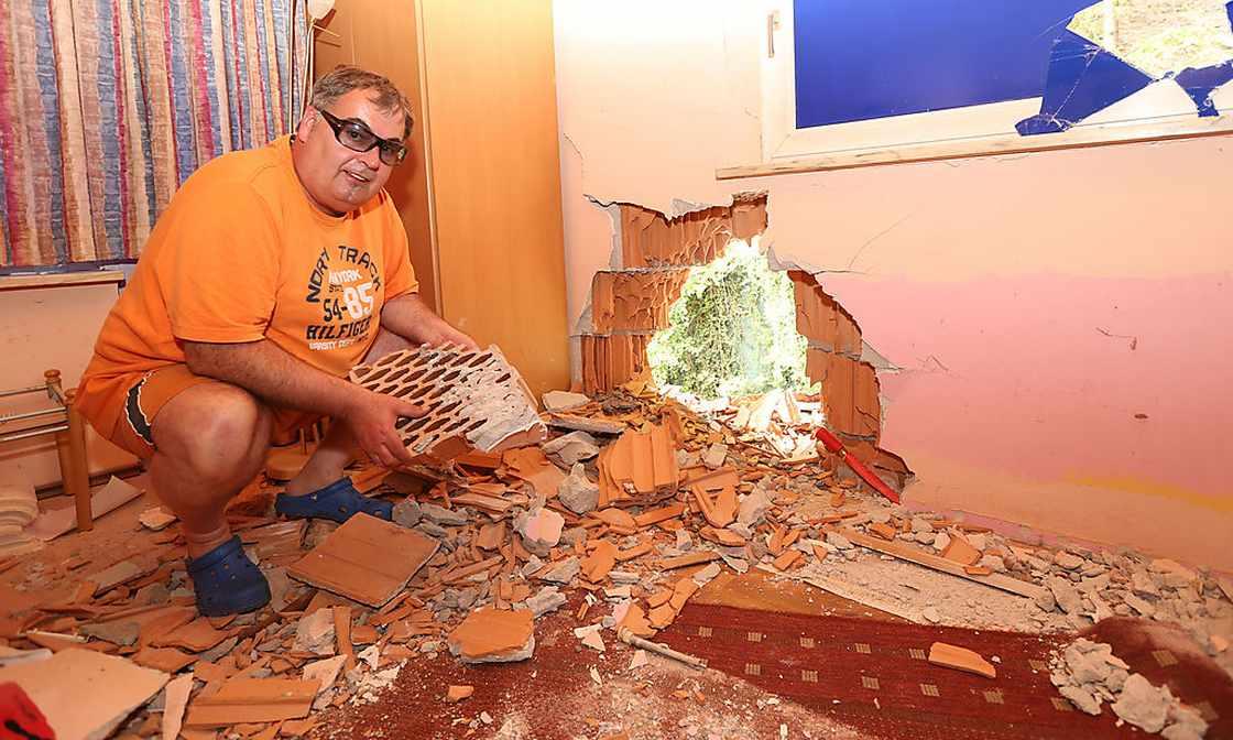 Felssturz mitten in Salzburg: Sauna-Tempel beschädigt