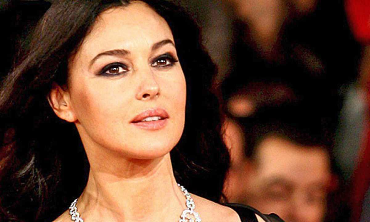Monica Bellucci zieht sich für Vanity Fair aus