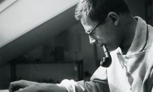 Dieter Rams in seiner Frankfurter Dachwohnung.