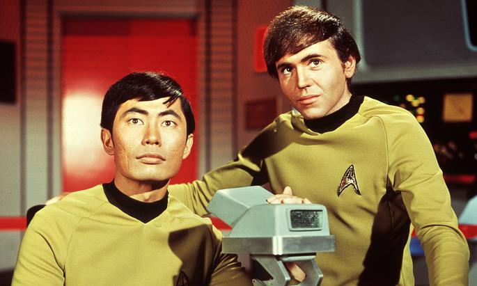 George Takei (l.) steuerte als Lieutenant Sulu das Raumschiff Enterprise durch die Weiten des Alls.