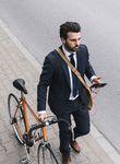 Das Rennrad, die Kopfhörer, das Smartphone: die Standardausstattung der 2010er-Jahre.