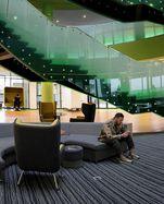 Das Herzstück der Innovationsstadt: die hypermoderne Universität mit ihren rund 640 Studierenden.