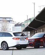 Kabelsalat, frisch abgemacht: Mercedes E 300 de (l.) ist ein Plug-in-Hybrid mit Diesel, der BMW 330e einer mit Benzinmotor.
