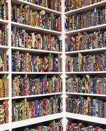 """Die Installation """"The British Library"""" von Yinka Shonibare in der Tate Modern in London."""