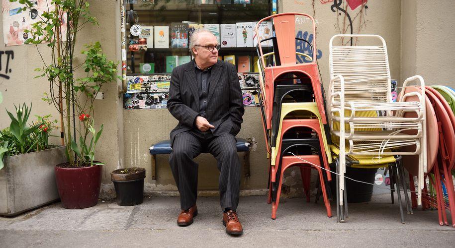 """""""Ich bin ein miserabler Sänger, aber ich tu es so gern"""": Michael Köhlmeier beim Interview."""