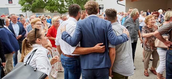 Sebastian Kurz während des Wahlkampfs im Burgenland. Links seine Organisationsreferentin Lisa Wieser.