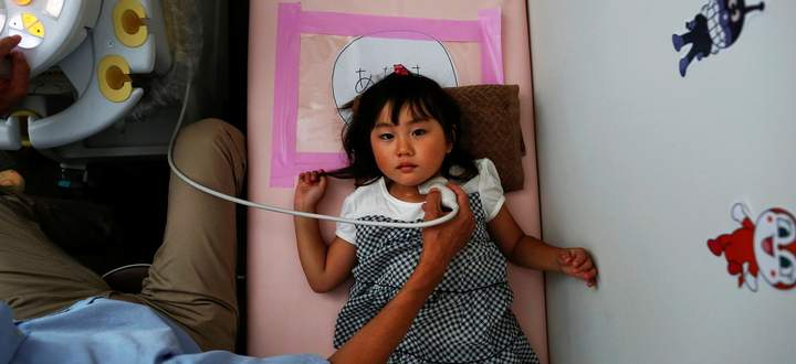Kinder wie die vierjährige Maria Sakamoto aus Iwaki, etwas südlich von Fukushima, haben ein hohes Risiko, an Schilddrüsenkrebs zu erkranken.