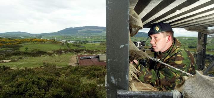 In den 1970er-Jahren wurden britische Grenzposten regelmäßig von irisch-republikanischen Kräften angegriffen.