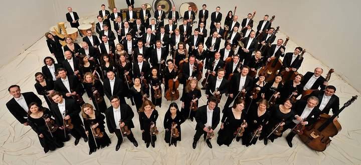 """Klangbilder. Ingo Metzmacher dirigiert in der Felsenreitschule das ORF Radio-Symphonieorchester Wien. """"Spiegel für Orchester"""", zum 95. Geburtstag Friedrich Cerhas."""