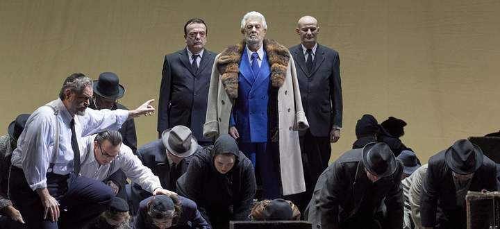 Er steht immer noch im Mittelpunkt: Plácido Domingo als der babylonische König Nabucco in der gleichnamigen Verdi-Oper.