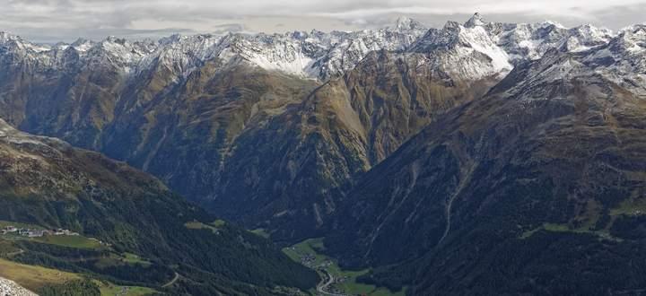 Die Alpen reichen tief in den Erdboden. Geophysiker haben nun ein exaktes Modell ihrer Struktur erstellt.