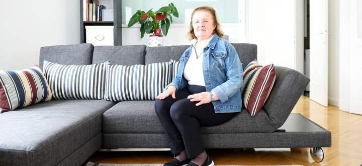 Kazimiera Gadek in ihrer Wohnung, die sie nach dem Tod ihres Mannes gekauft und renoviert hat.