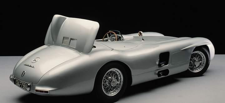 """""""Luftbremse"""", garantiert emissionsfrei: Per Hebel konnte der Fahrer des Mercedes-Benz 300 SLR (1955) eine Klappe in den Fahrtwind stellen, um die Verzögerung zu verbessern."""