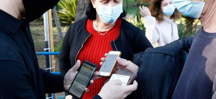 Ein Blick aufs Handy genügt. Israel gilt als Vorbild, was den schnellen Nachweis von Impfungen betrifft.