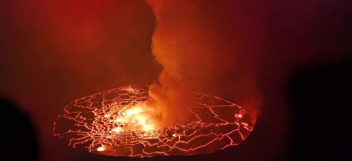 Der gefährlichste Vulkan der Erde - der Nyiarogongo – ist voll mit kochender Lava, die bedroht den Lake Kivu.
