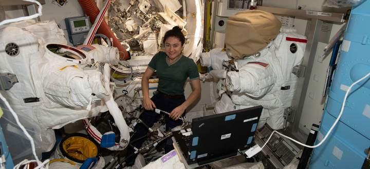 Eine der wenigen Astronautinnen ist Jessica Meir, die derzeit für die Nasa in der Internationalen Raumstation ISS lebt und forscht.