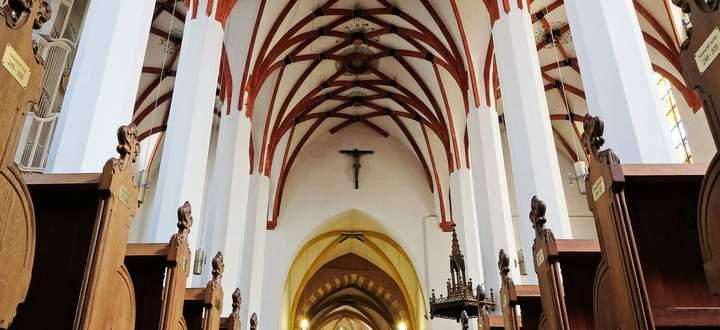 """Gotische Gewölbe als """"Lautsprecher des Mittelalters"""": Netzrippengewölbe der Thomaskirche in Leipzig, wo Bach die letzten 27 Jahre seines Lebens wirkte."""