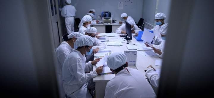 Forscher in einem Labor von Yisheng Biopharma in der chinesischen Stadt Shenjang im Nordosten Chinas.