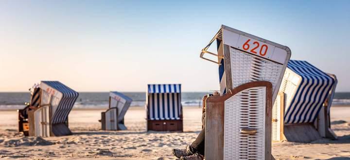 Norderney 16 APR 2019 Urlaub an der Nordseek�ste Relaxen im Strandkorb am Nordstrand von Norderne