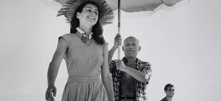 Geliebter Schirmträger. Pablo Picasso und seine Muse Françoise Gilot in Juan-les-Pins (1946).