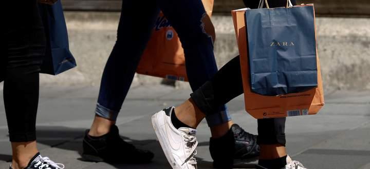 Große Einkaufsstraßen tun sich mit der Konkurrenz durch den Onlinehandel leichter, kleinere müssen sich um ihre Anrainer kümmern, etwa in Form von Festen.