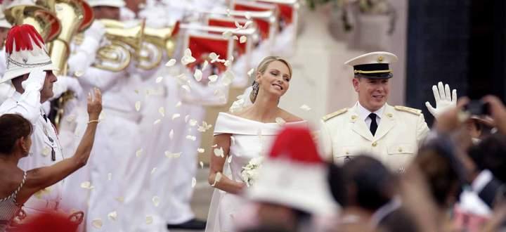 Norway´s Crown Prince Haakon kisses his wife Crown Princess Mette-Marit Tjessem Hoiby outside the Os..