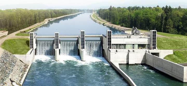 Der Frühling war trocken, die Flüsse führen wenig Wasser. In Österreich produzieren die Donaukraftwerke nur halb so viel Strom wie vor einem Jahr.