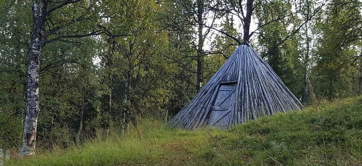 Halbnomadisches Leben: Die Kote, ist ein samisches Zelt. Einige stehen in Fatmomakke, einem spirituellen Ort.