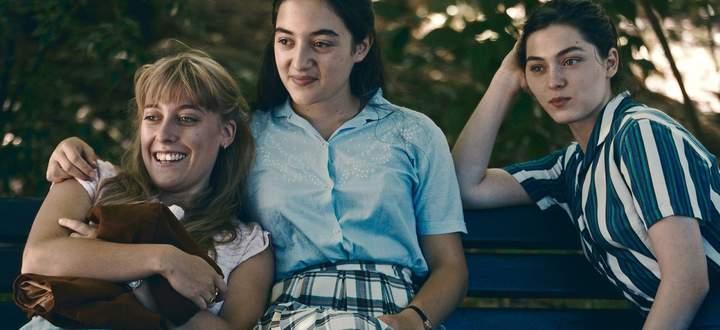 """Nur scheinbar unbeschwert: Die jungen Frauen des Viennale-Eröffnungsfilms """"L'événement""""."""