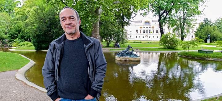 Gedanken auslüften, Inspiration finden: Stefan Slupetzky am Teich im Liechtensteinpark.