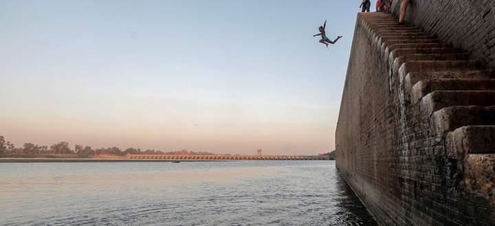 Es geht seit Langem eigentlich immer nur abwärts. Bild: Im Nil badende Kinder nahe Kairo.