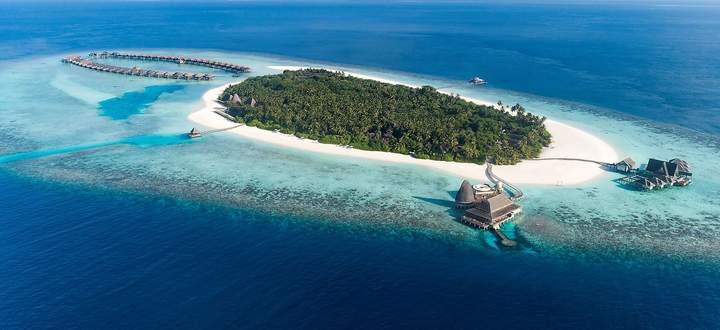 Das private Anantara Kihavah am Baa-Atoll, rund 30 Minuten vom Flughafen in Malé entfernt.