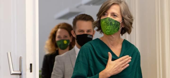 Die Wiener Grünen-Chefin Birgit Hebein am Donnerstag vor der Pressekonferenz im Rathaus