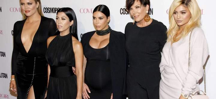 Khloe (v. li.), Kourtney und Kim Kardashian sowie Kris und Kylie Jenner bei einer Veranstaltung der Cosmopolitan 2015 in Los Angeles.