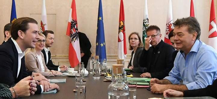 Am Freitag ist ein letztes Mal sondiert worden, am Wochenende beraten ÖVP und Grüne, nächste Woche könnten die Koalitionsverhandlungen beginnen.