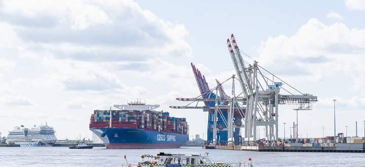Der Hamburger Hafen ist einer der wichtigsten Umschlagplätze in Europa für die Logistik.