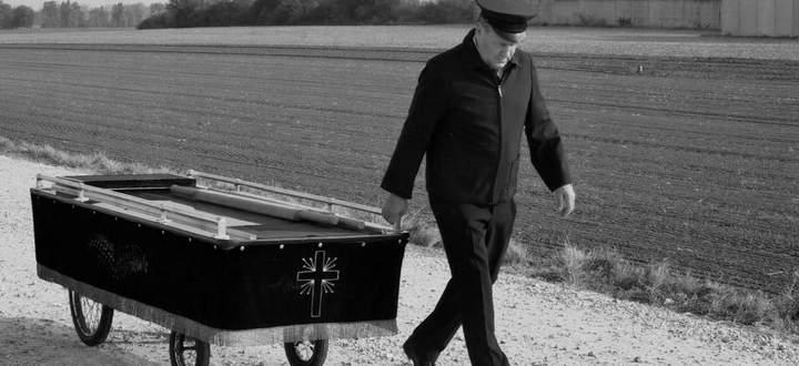 In 30 Jahren über 400 Menschen begraben: Martin Schlembach.