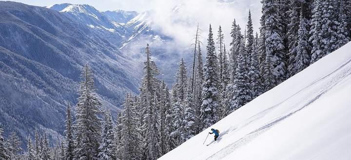 So haben passionierte Skifahrer die Berge eigentlich am liebsten: leer an Gästen und voller Powder. Kann man haben derzeit in Aspen/USA.