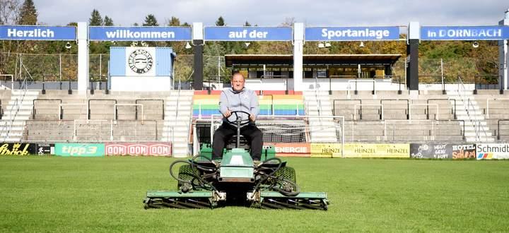 Thomas Herzig kann holprigen Rasen nicht leiden.