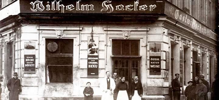 Im ersten Stock wurden Zähne gezogen, im Parterre herrschte der Wirt: Wiener Gastwirtschaft Wilhelm Hacker, Ansichtskarte aus den 1930er-Jahren.