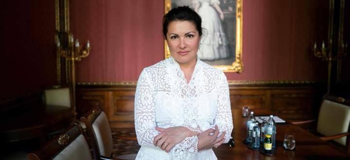 Anna Netrebko sagte in Salzburg eine von drei Vorstellungen ab, jetzt auch in Bayreuth: Ihr Debüt auf dem Grünen Hügel findet nicht statt.