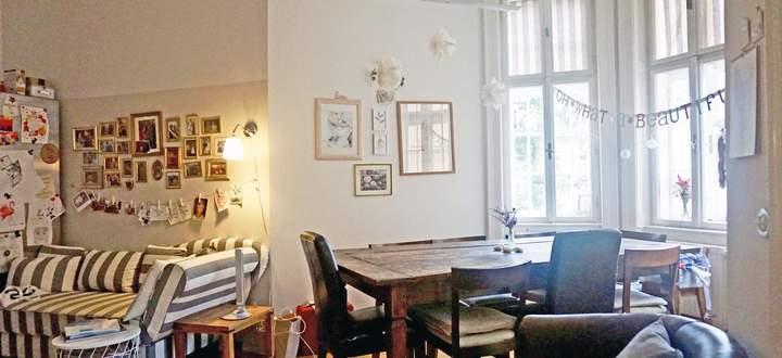 Die Wohnküche ist das Zentrum des Hofbaur'schen Haushalts. Hier kann die Hausherrin auch ihre Kreativität ausleben.