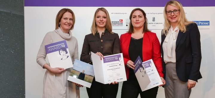 Besondere unternehmerische Leistung: Bundesministerin Margarete Schramböck (r.) und (v.l.n.r.) Johanna Maier (Das Maier), Anna Maria Kropfitsch (Die Gravur) und Ümmü Büyüktepe (ÜBV).