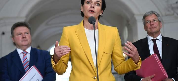 (v.l.) Wiens Bürgermeister Michael Ludwig, SPÖ-Parteichefin Pamela Rendi-Wagner und Kärntens Landeshauptmann Peter Kaiser am 17. Oktober 2019 nach einem Sondierungsgespräch mit der ÖVP in Wien.