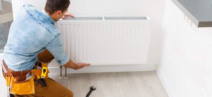 Regelmäßige Wartung von Heizanlage und Heizkörpern spart Energie und Geld.