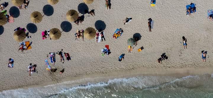 Sehnsucht nach dem Strand: Könnte in diesem Sommer doch noch in manchen Ländern erfüllt werden.