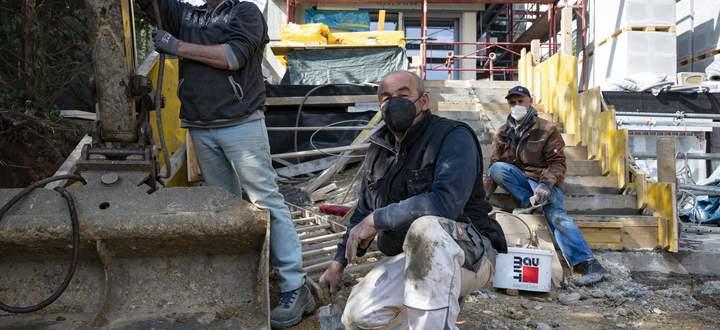 Arbeiten, solang der Vorrat reicht. Auf vielen Baustellen fehlt es an Stahl, Holz und Dämmstoffen.