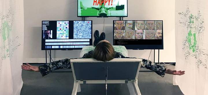 I want to see Happy monkeys. Margarete Jahrmann, Stefan Glasauer, 2020. Gezeigt bei AIL Galerie 1010 Wien.