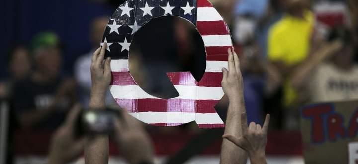 Der Buchstabe Q als Symbol bei Kundgebungen zur Unterstützung Donald Trumps.