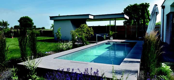 Wer im Pool schwimmend Kalorien verbrennen will, braucht eine nicht billige Gegenstromanlage.